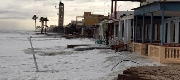 La portavoz del PP ha vuelto a reivindicar las quejas de los residentes de la playa y de la asociación de vecinos Virgen del Carmen