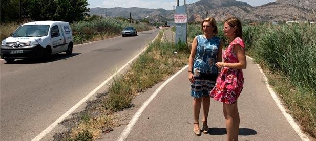La carretera es una de las más utilizadas por vehículos y vecinos por unir la CV-149, el camí Serradal y la avenida Ferrandis Salvador, y presenta problemas de seguridad.