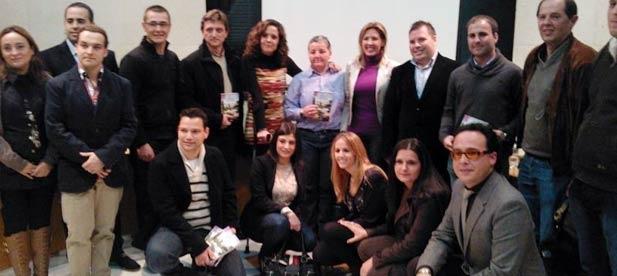 """Rosa González ha presentado en Alqueries su libro  """"Vive"""" en un acto organizado por la agrupación local de Nuevas Generaciones"""