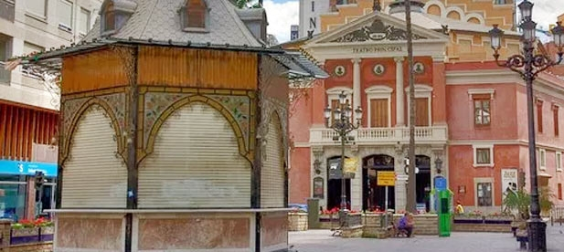 """Carrasco: """"Instamos a no demorar más su apertura del quiosco de La Paz para dar servicio a los viandantes y contribuir a dinamizar el comercio del centro de la ciudad"""""""