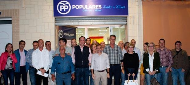 Barrachina asistió ayer a la renovación del PP de Xilxes que ratificó, de nuevo, a Vicente Martínez como presidente local.