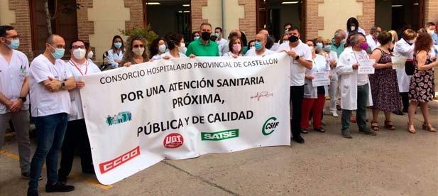 El cierre de recursos vitales como la cámara hiperbárica, la falta de inversión, el despido de 563 profesionales y el bloqueo del Plan de Igualdad provocan protestas entre los sanitarios