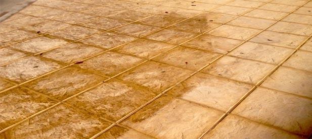 El tripartito ha gastado 6.025 euros en el producto químico para arreglar su chapuza con las baldosas.