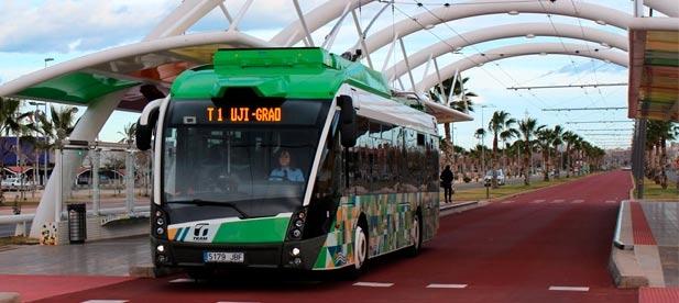 La medida provisional de permitir circular a los autobuses por la vía reservada al TRAM no debe convertirse en medida permanente verano tras verano