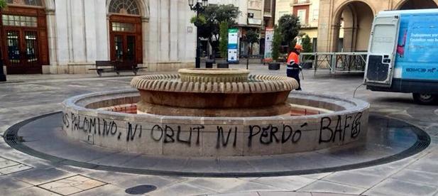 Así han dejado la fuente de la Plaza Mayor los de las BAF Castellón